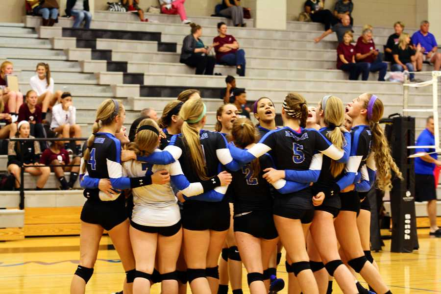 Volleyball continues hot streak in district play