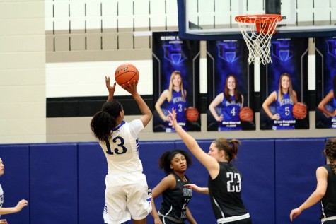Girls basketball to face MacArthur
