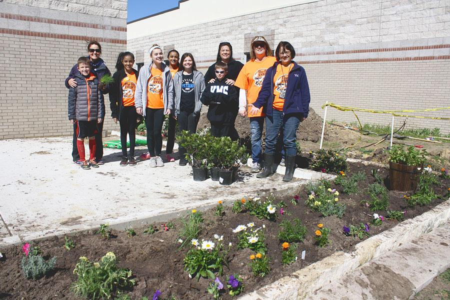 A+group+of+volunteers+planted+new+flowers.+This+was+part+of+a+beautification+project+at+Castle+Hills+Elementary.