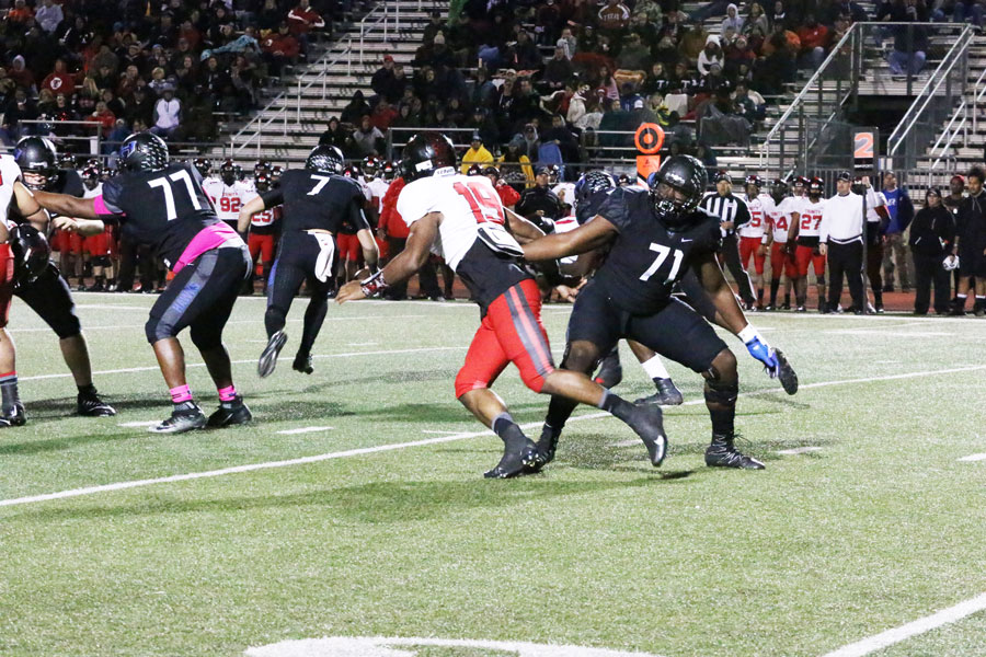 Senior+offensive+lineman+Braeden+Daniels+tries+to+keep+a+Trinity+defender+from+getting+to+the+quarterback.+