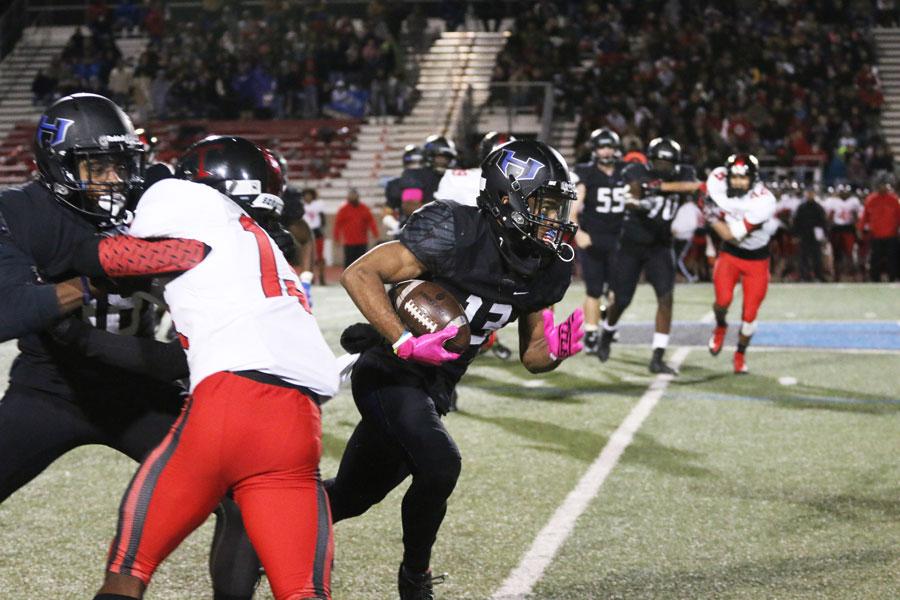 Senior+wide+receiver+Jaren+Mitchell+runs+toward+the+end+zone.+