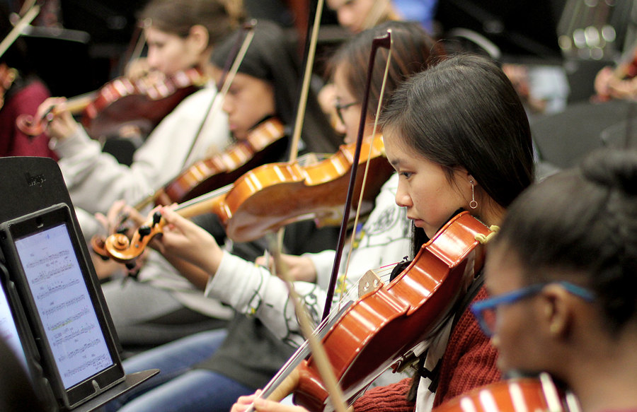 Sophomore April Nguyen practices for the concert along with other students. She plays the viola in symphonic orchestra.