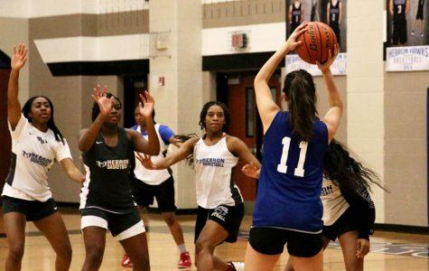Girls basketball to face MacArthur
