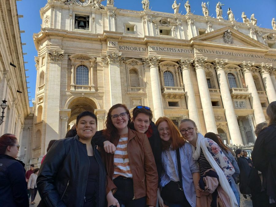 Latin+students+together+in+Vatican+City.