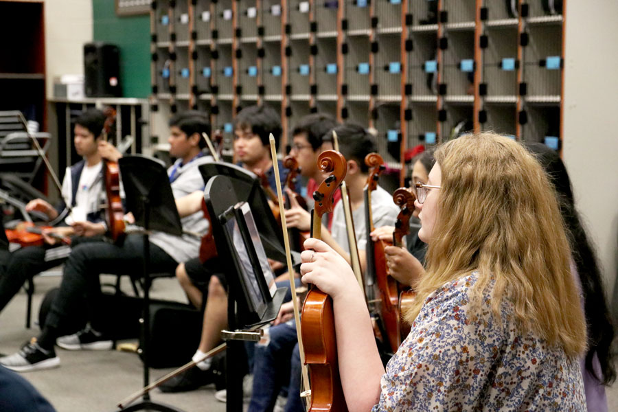 Students rehearse for their upcoming spring concert during class.