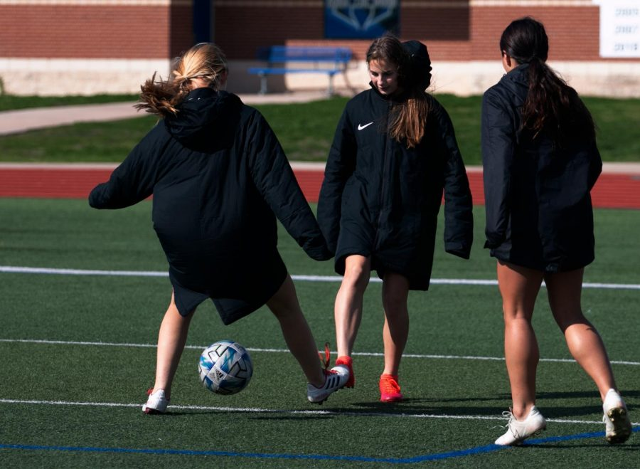 The+girls+soccer+team+warms+up+by+playing+possession.+Possession+helps+players+keep+control+of+the+ball+and+helps+them+improve+their+quick+passes.