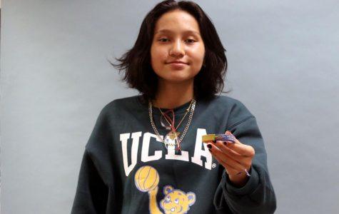 Sophomore Camila Segura shows off the Venezuela bracelet her grandma gave her. Segura wears her Venezuela bracelet every day to remind her of her country.
