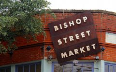 Navigation to Story: Photo Gallery: Small Business Saturday at Bishops Art District