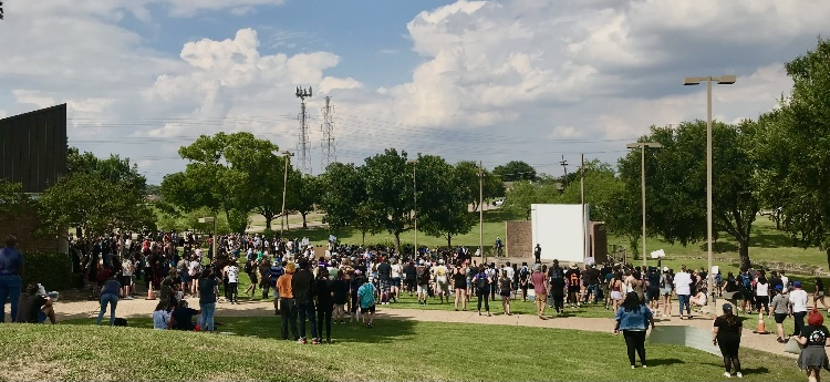 Protestors gather at Carrollton Municipal Court in 2020. The demonstration was co-organized by senior Jacquelyn Burrer to protest police brutality following George Floyd's death.